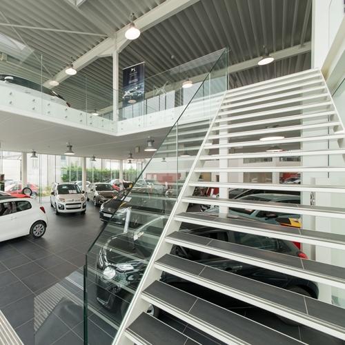 GLASBALUSTRADE Sabco 00 70 10 - Puntbevestiging - Trapleuning- Vermeire Renault Citroën, Oostende