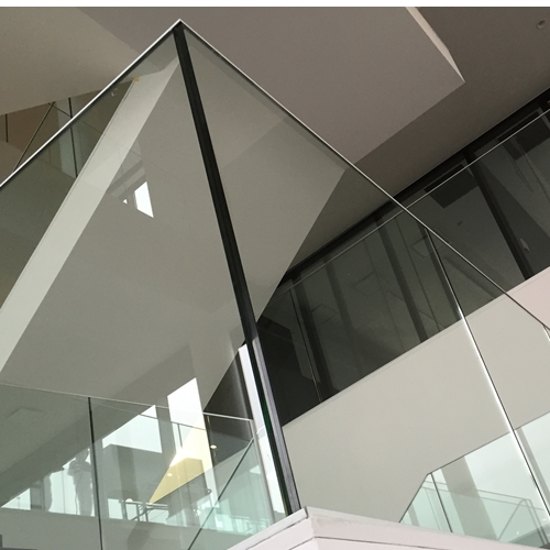 GLASBALUSTRADE Sabco 00 70 10- Sitra, Architect AAVO - Van Oost , Industriebouw: Willy Naessens, Ieper